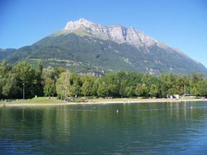 -  - Camping municipal lac de Carouge